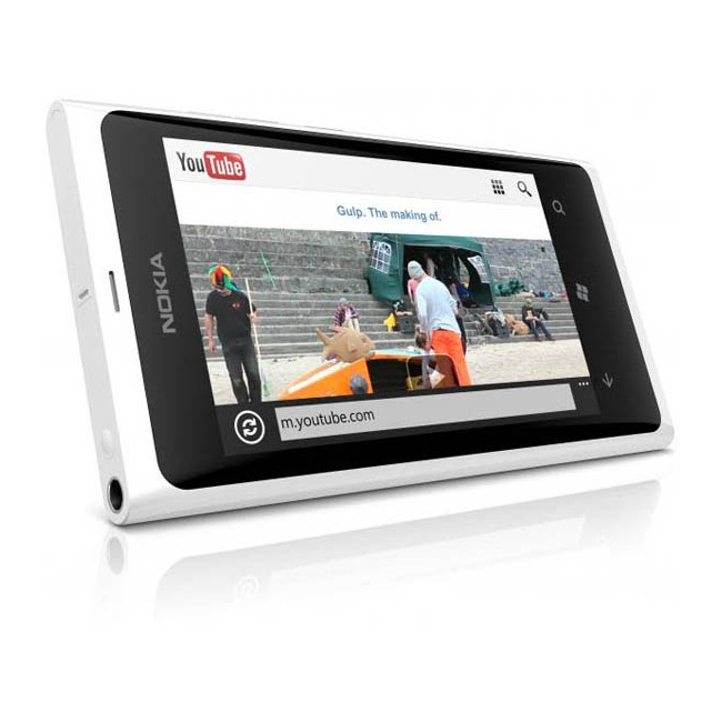 White Nokia Lumia 900 Emerges Too 3 Nokia Lumia 900 And 800 Now In White!